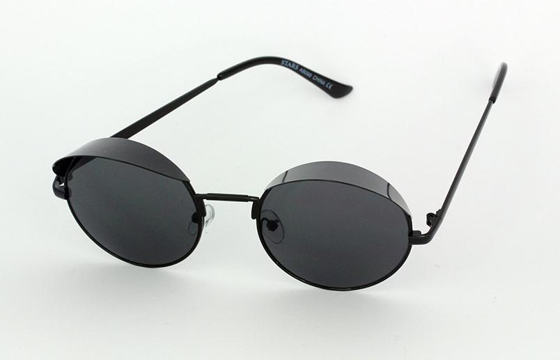Zonnebril Met Kleine Ronde Glazen.Zwarte Ronde Zonnebril Met Een Kleine Schaduw