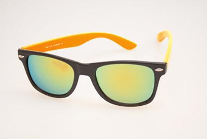 4da76a88dbeb32 Zwart matte wayfarer met oranje montuur en multicolor glas